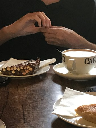 Newborough, UK: Choc biscuit and cappuccino