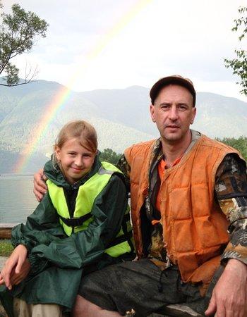 Lake Teletskoye, รัสเซีย: с дочерью на сплаве по горной реке