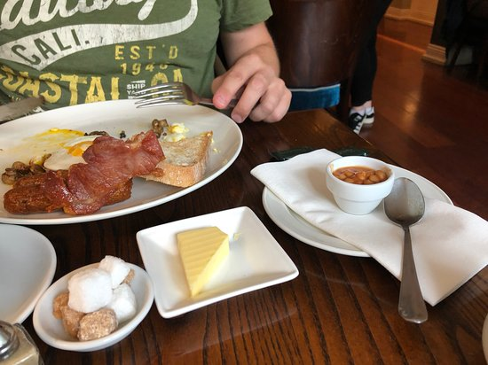 Monkstown, Ireland: Rock hard bacon, cheap sausage thimble of beans