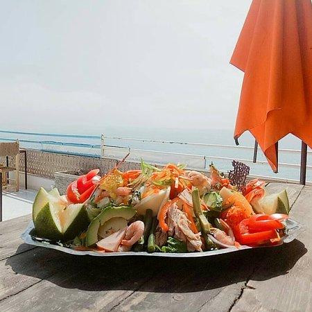 Demi salade royale🍤🍤🍅🥑