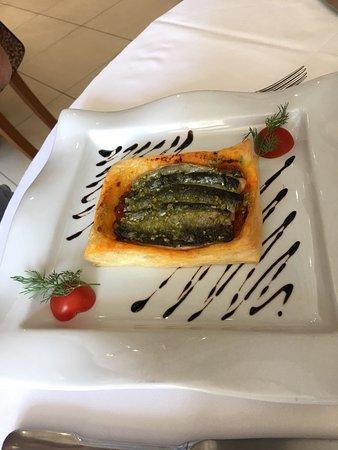 Arpajon, France: Tarte sardines du midi.