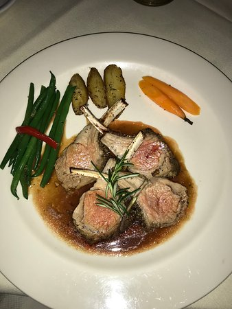 Youngtown Inn and Restaurant: Rack of Lamb