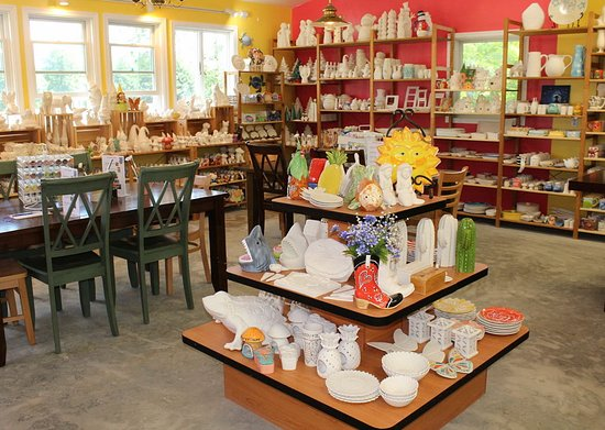 Marshall, Вирджиния: Our newly expanded pottery painting room.  Seating for 50, walk-ins always welcome. 100's of pie