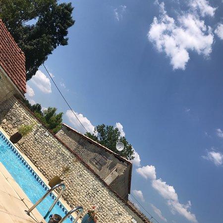 Chateauneuf-sur-Charente, Francia: Maison du Ruisseau -3 Gites for 12, 10, 6, 4, or 2