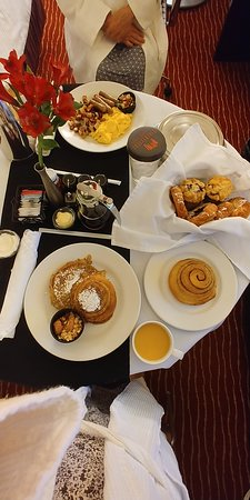 Firekeepers Casino Hotel: Room Service Breakfast--Yummy!