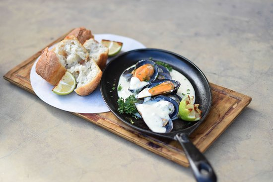 Elands Bay, Südafrika: Creamy mussels and home baked bread