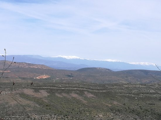 Monfrague National Park: Desde el Castillo, al fondo la Sierra de Gredos