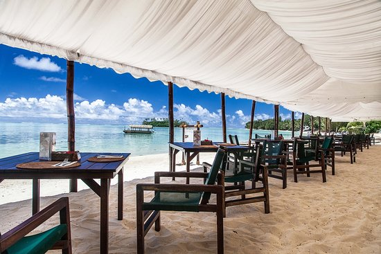 Sandals Restaurant & Barefoot Bar: Beach side dining in paradise
