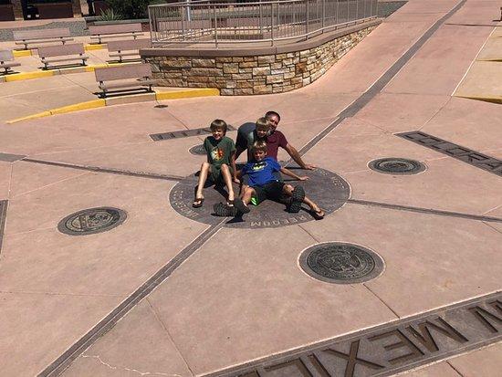 Teec Nos Pos, Arizona: Four states at once