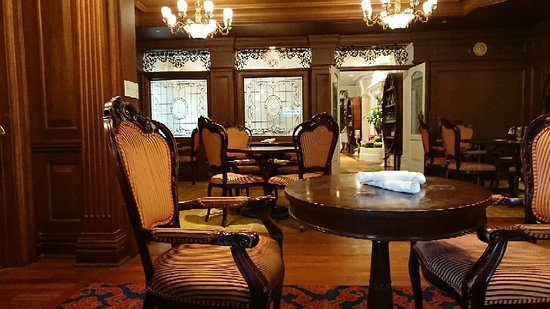 Churchill Lounge: DSC_2565_large.jpg