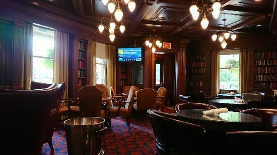 Churchill Lounge: DSC_2563_large.jpg