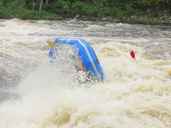 Bryson, Canadá: Guide Tristan not letting go of the raft like a champion.
