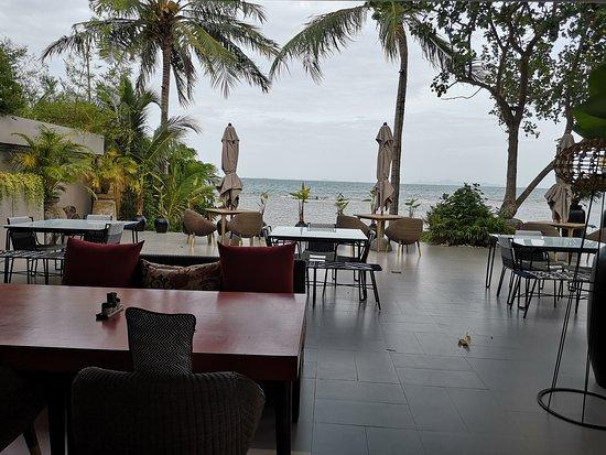 The Sunset Beach Resort & Spa, Taling Ngam: Restaurant