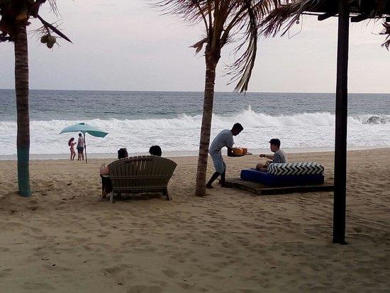Posada Zaira del Mar : Disfrutar de un rico Coco a la orilla del mar.. en la Riviera del Sol, en Pie de la Cuesta. Acap