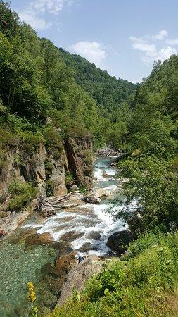 Vue du torrent depuis la cascade