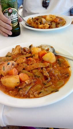 Ormos: Green beans (and potatoes) in tomato sauce - delicious