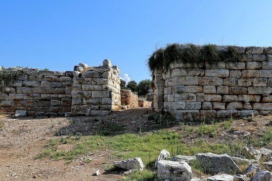 Ramnous Archaeological Site: Entry gate to the fortress.