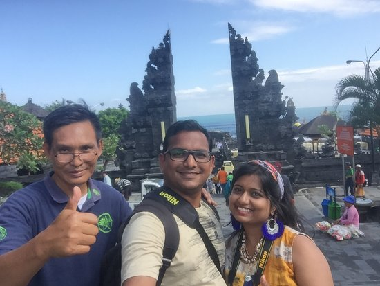 Bali cheapest driver: Tanah Lot Temple with Wayan
