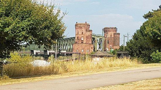 Mainz, Jerman: Eisenbahnbrücke von 1862