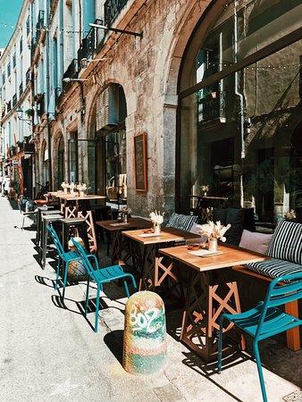 Garcon Restaurant Rue Du arata MIDI