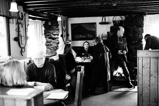 Loweswater, UK: Our lively bar