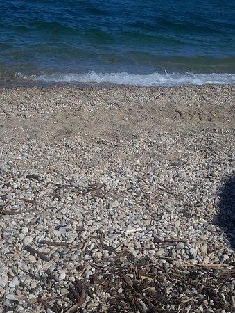 Nea Vrasna, Yunani: Пляж галька вперемешку, с песком.