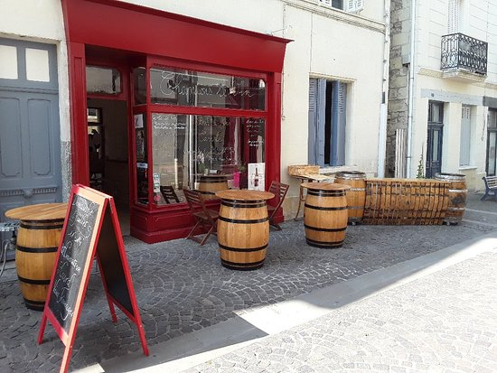 Chinon, France: Chantons le Vin