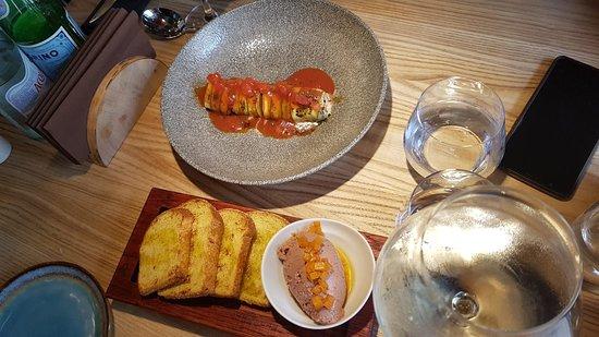 здесь два блюда для закусок - кабачок под обалденным соусом и печёночный пашткт с гренками