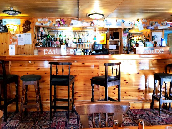 Cloghane, Ирландия: The bar just before opening
