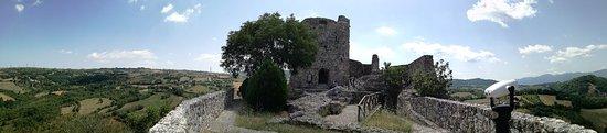 Rocca San Felice, Italy: Ruderi Castello e il Donjon