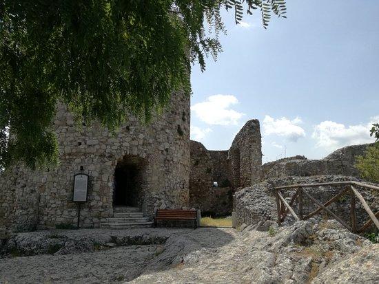 Rocca San Felice, Italia: Ruderi Castello e il Donjon