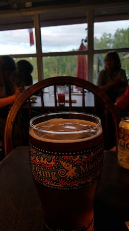 Muskoka Lakes, Canada: 20 oz flying monkey beer