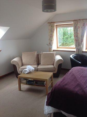 Smithton Hotel: Spacious room