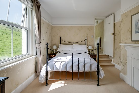 Cleeve Hill, UK: Double Room, King Bed