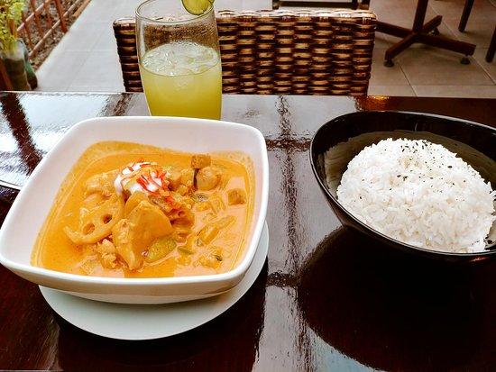 Aji 555 Real Thai Cuisine: Pollo al curry rojo