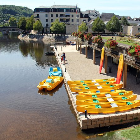 Terrasson-Lavilledieu, France: Base on the platform under the 'Quai du lavoir'