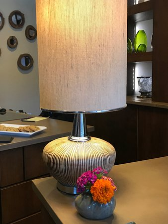 The Oxford Hotel: Lamp on check-in desk with fresh flowers.