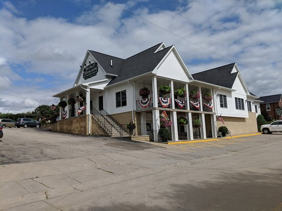 Sherrill, IA: Decorated for July