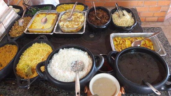 Aripuana, MT: Fogao caipira com mais de 15 pratos quentes