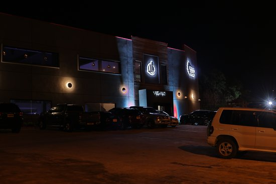 Lavo Lanes: Off the road parking