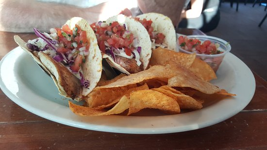 High Rock Cafe: The fish tacos were particularly good!