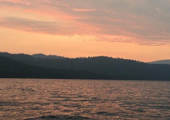 Lake Tahoe Boat Rides: A colorful Lake Tahoe sunset