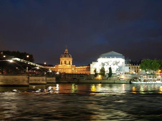 Bistro-Style Seine River Dinner Cruise on board PARIS EN SCENE: Vista
