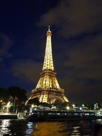 Bistro-Style Seine River Dinner Cruise on board PARIS EN SCENE: Torre Iluminada