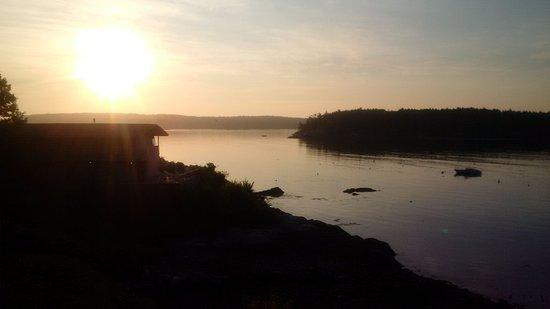 Ship Ahoy Motel: Sunrise view