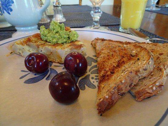 Gurley Street Lodge: Spanish torte, nicely plated