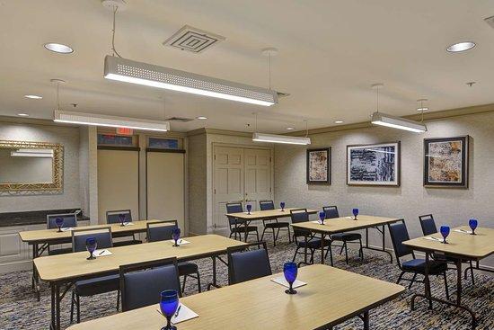Homewood Suites by Hilton Hartford/Windsor Locks: Guest room