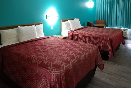Kosciusko, MS: Well-equipped guest room