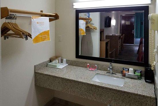 Kosciusko, MS: Bathroom in guest room