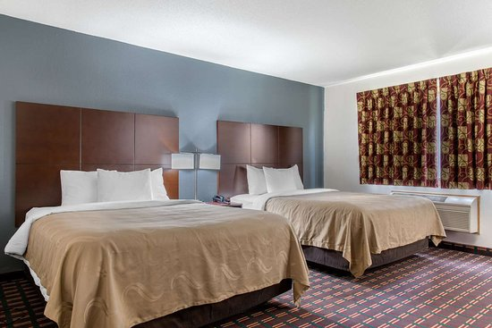 New Prague, MN : Spacious room with queen beds
